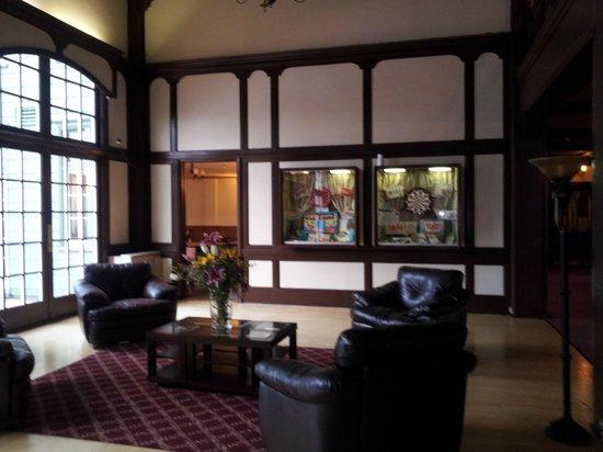 Eureka Inn:                   Lobby