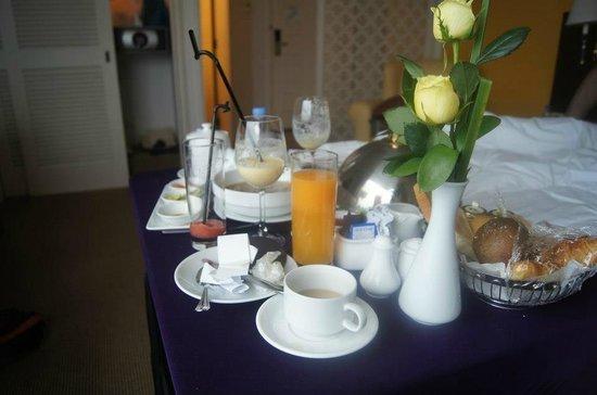 Pan Pacific Hanoi : Breakfast in room