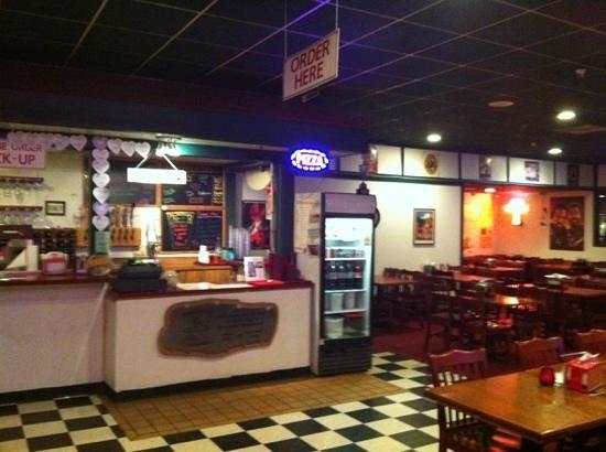Flying Pie Pizzeria : dining room 2