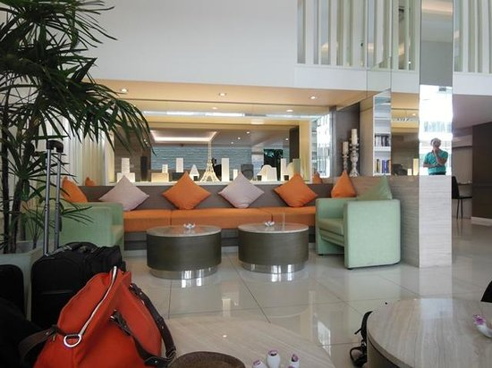 CityPoint Hotel:                   Lobby/ Reception sitting area