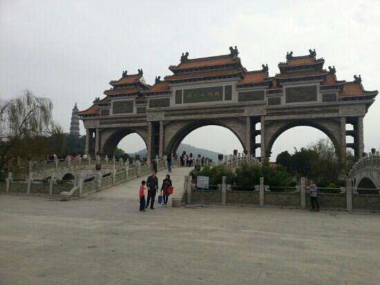Mt. Shunfeng Park:                   大门