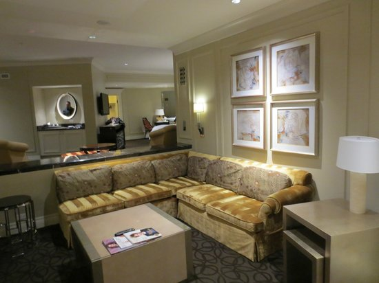 The Palazzo Resort Hotel Casino: Fortuna Suite Living Room