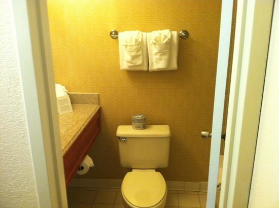 Comfort Inn Martinsville :                   Bathroom