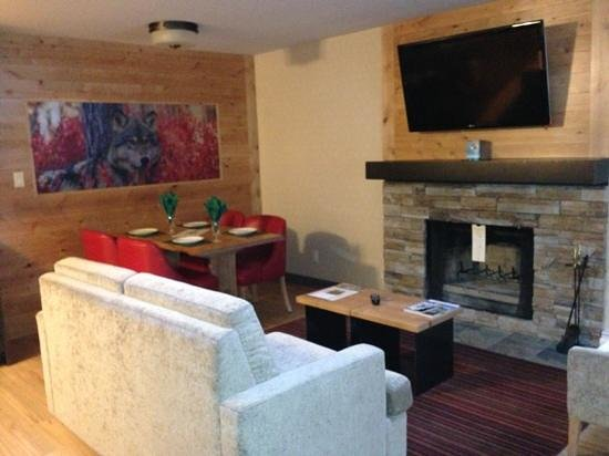 Banff Rocky Mountain Resort:                   wolf loft living/ dining