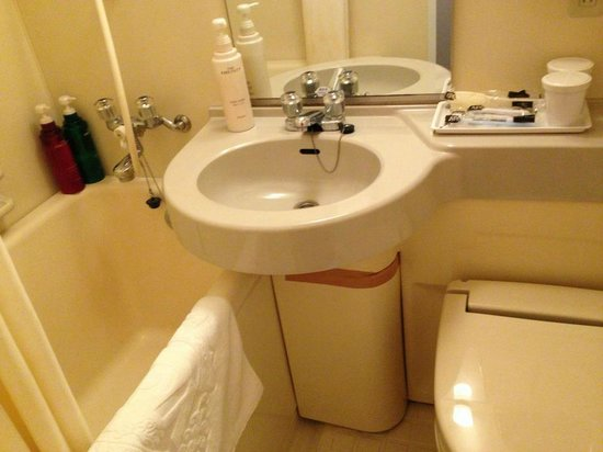 APA Hotel Nishi Azabu:                   Taping up the basin is a nice touch.