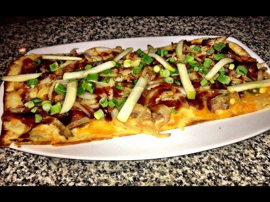 Gramma's Marine Pub: Pulled Pork Flatbread Pizza