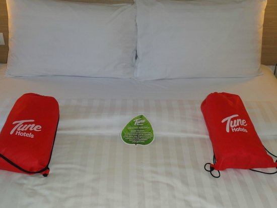 Red Planet Makati, Manila: towels are given inthese cute bags