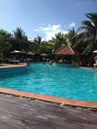 Vinh Hung Riverside Resort:                   poolside