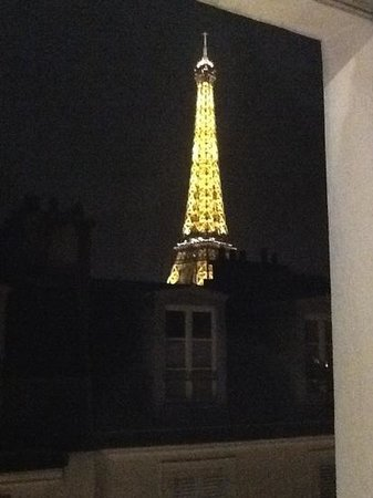 Hotel de Londres Eiffel:                   at night it was magical .. just as i imagined