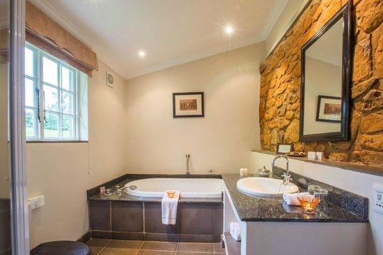 Fordoun Spa Hotel Restaurant: Deluxe Bathroom