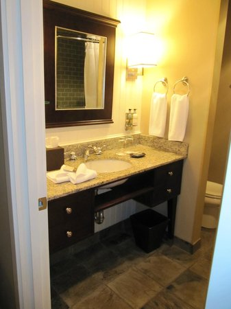Alderbrook Resort & Spa :                   Lovely bathroom with large tub for two.