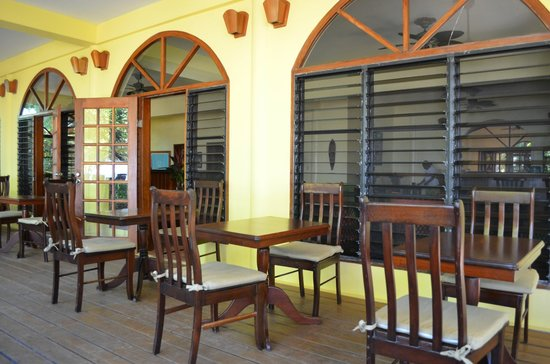 Hamanasi Adventure and Dive Resort:                   dining room