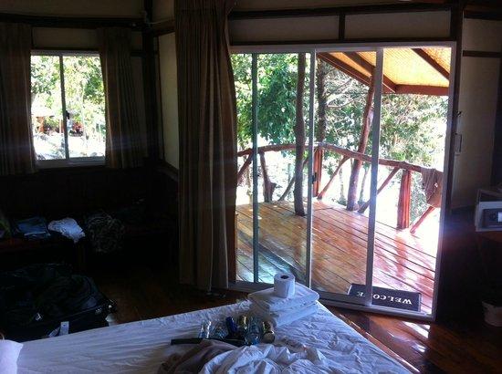 Phuphaya Seaview Resort:                   Zimmer innen