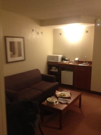 Four Points by Sheraton Winnipeg International Airport:                   sitting area