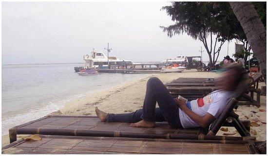 Pulau Bidadari Resort:                   di pinggir pantai