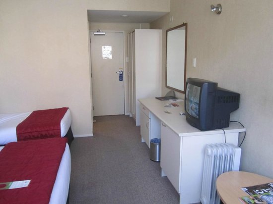 Mercure Wellington Abel Tasman Hotel:                   Standard room with very big comfy beds                 