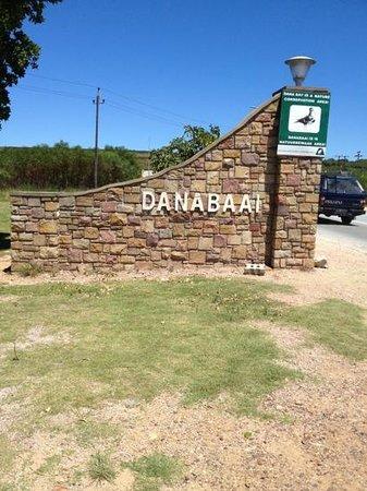 Lilies & Leopards B&B:                   Einfahrt Dana Bay