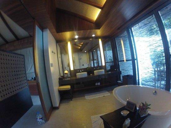Asya Premier Suites:                   Impressive bathroom layout