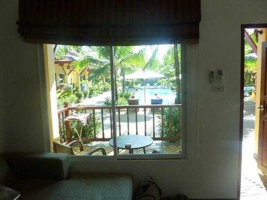 Le Piman Resort:                   vue de notre salon sur la terrasse et la piscine