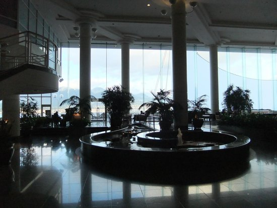 Pan Pacific Vancouver:                   Lobby