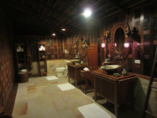 Santhiya Koh Phangan Resort & Spa:                                     Salle de bains