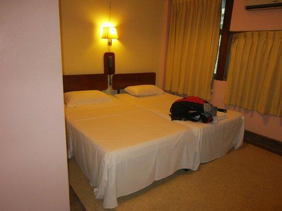 Atlanta Hotel:                                     Lit