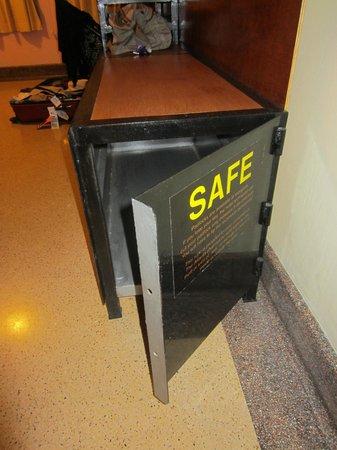 """Atlanta Hotel:                                     le """"safe"""""""