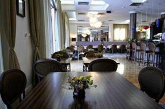 Hotel Ziya:                   Restaurant