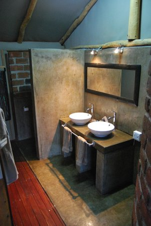 Camp Nkwazi: Luxury Tented Chalet - Bathroom
