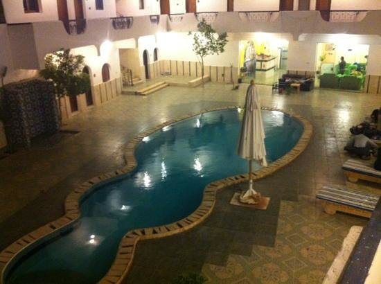 Dahab Plaza Hotel:                                                       pool area at night