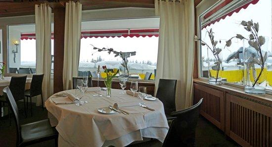 Terrassenhotel:                   Restaurant Blick zu den Bergen - bei schönem Wetter