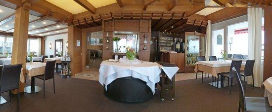 Terrassenhotel:                   Restaurant Blick zum Eingang