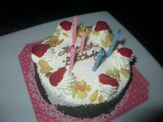 Bangsak Village:                   Geburtstagstorte vom Personal