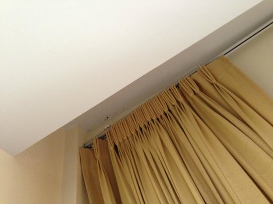 Sita Beach Resort & Spa:                   Dislocated curtain track
