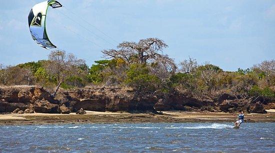 Mwazaro Beach Mangrove Lodge: Kitesurfing at the Lodge