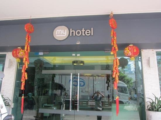 myhotel Pratunam:                   outside hotel