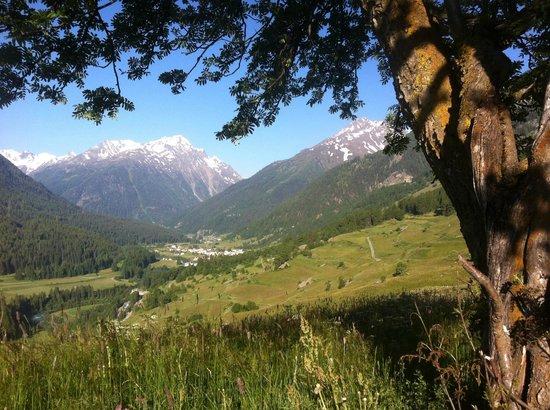 Piz Linard:                   Blick von Guarda nach Lavin.
