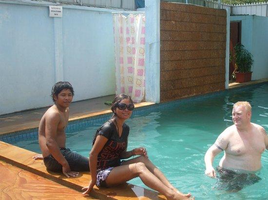 Bunlinda Hostel:                   my son his wife an friend in the pool