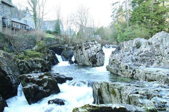 Tyn-y-Fron Luxury B&B:                   River in Betws y Coed                 