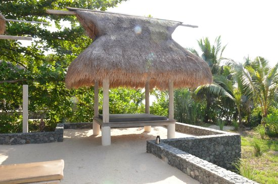 Nikoi Island:                   gazebo, this where they do your massages