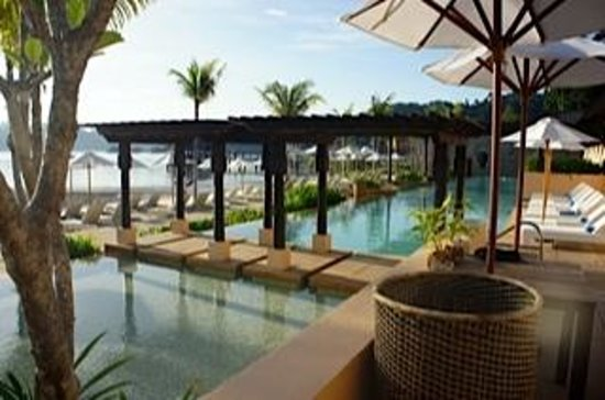 Gaya Island Resort:                   pool area