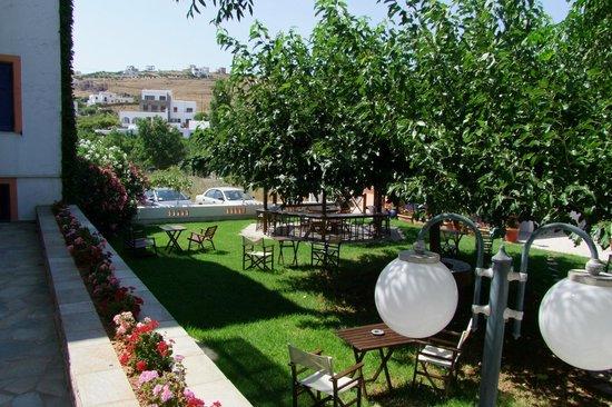 Allegria Family Hotel:                   Jardin