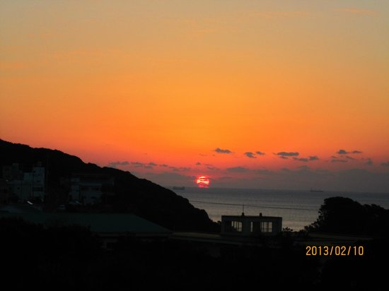 Ahizuri Kokusai Hotel :                   4階の部屋でしたが、日の出が見えました。(冬限定だって)