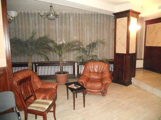 Grand Hotel Perla Ciucasului:                   Lobby