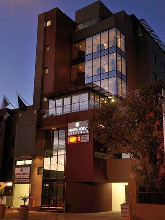 Protea Hotel Pretoria Hatfield: Exterior