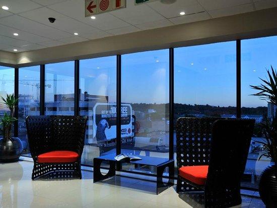 Protea Hotel Pretoria Hatfield: Lounge