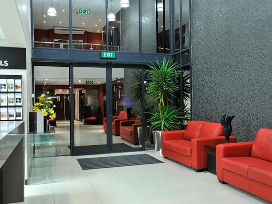 Protea Hotel Hatfield: Reception Foyer