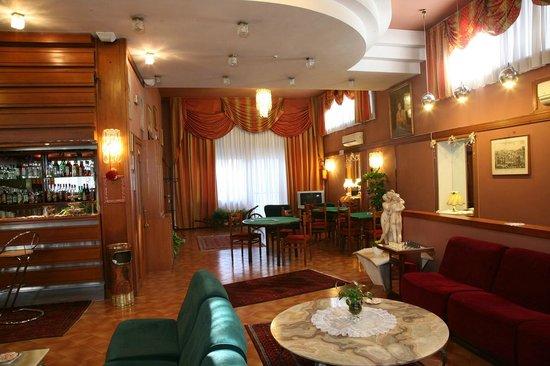 Hotel Bonifacio : Hall