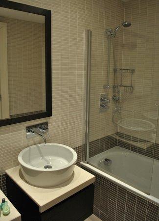 Dreamhouse Apartments Glasgow Lynedoch: Bathroom