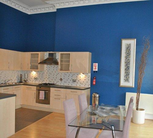 Dreamhouse Apartments Glasgow Lynedoch: Kitchen 2 bedroom apt